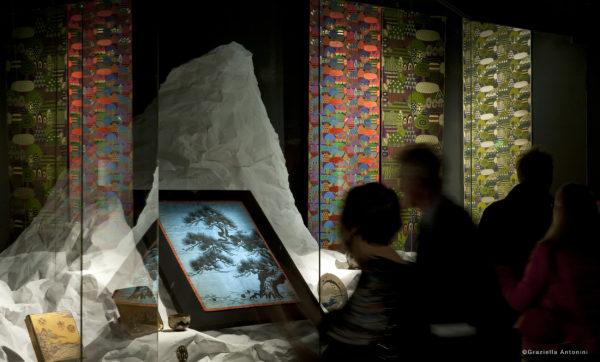【光る山_weaving_Nishijin_Okamoto_@MUSÉE DES ARTS DÉCORATIFS_©Graziella Antonini】