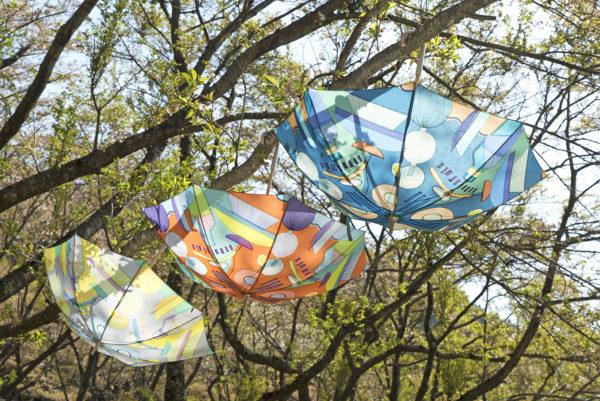 """【 TANSAN TEXTILE PARASOL COLLECTION 2018 """"ランプフラワー""""】 炭酸デザイン室による日傘のコレクションが、ムーンバットから発売。この柄は、大きなランプシェードの光る花の柄。ふわふわと浮かびながら光るあかりはゆっくりと上に登って行ったり、下がって行ったり。"""