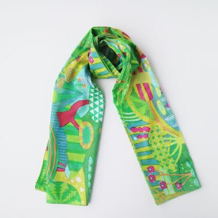 【2018_3FIQからTANSAN TEXTILEのスカーフが登場】 東京・自由が丘にあるファブリックと雑貨の専門店「FIQ(フィーク)」でタンサンテキスタイルがデザインした柄のスカーフが発売されました。 TANSANで、春を軽やかに始めましょう。